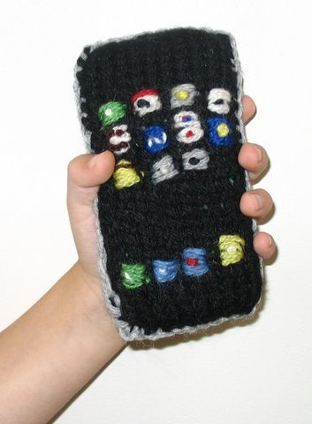 Illustration for article titled Knitted iPhone Made of Pure Wool and Love is Shatterproof