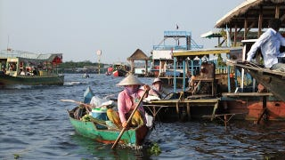 Illustration for article titled Cambodia's floating village migrates with the seasons