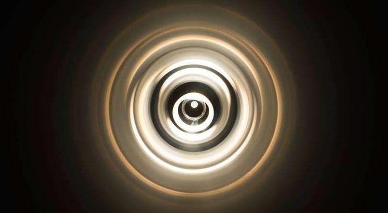 Illustration for article titled ¿Qué es esta misteriosa fotografía de un túnel que no parece tener fin?