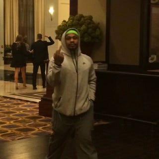 Illustration for article titled Marshawn Lynch Flips The Bird, Is Fed Up