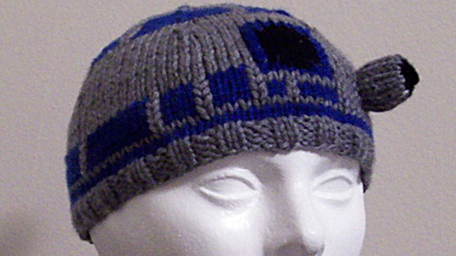 R2-D2 Beanie Gives Us a Warm Fuzzy Feeling 7ee648b9877