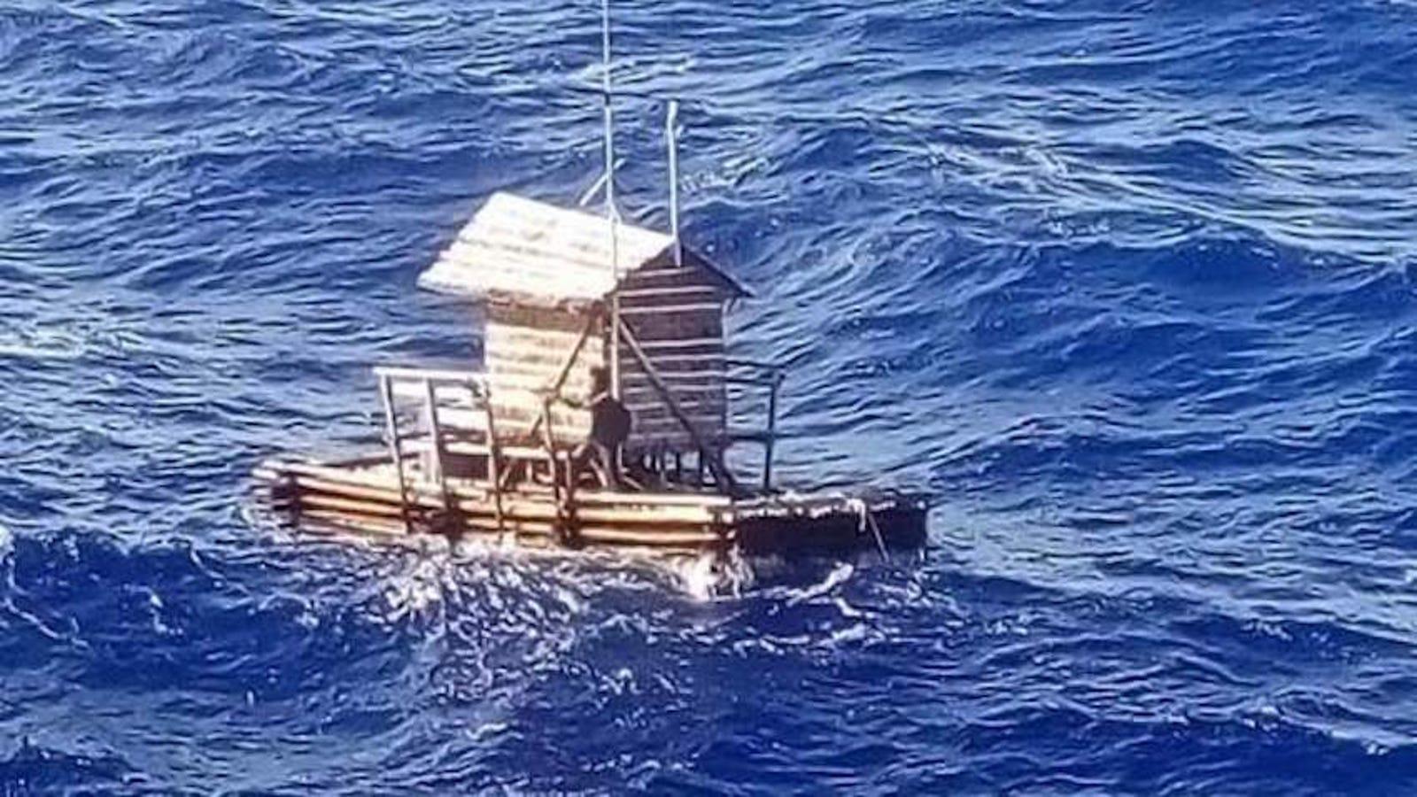 Un adolescente sobrevive 49 días a la deriva en el mar en una trampa para peces flotante