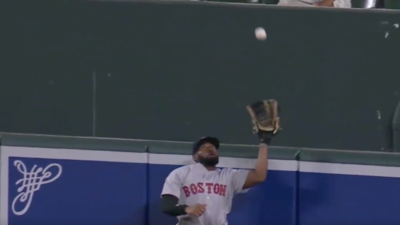 Illustration for article titled Shocking! Jackie Bradley Jr. Makes Another Cool Catch