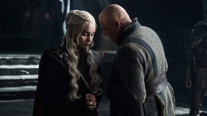 Varys es de los que ven los episodios filtrados y después te sueltan el spoiler. Imagen: HBO