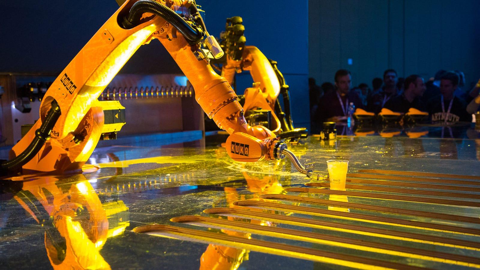 Así sirven copas los imponentes camareros-robot de Google