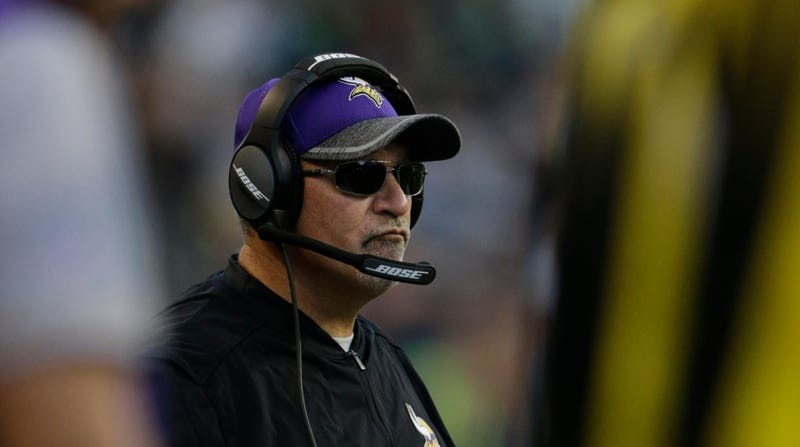 Illustration for article titled Vikings Offensive Line Coach Tony Sparano Dies Unexpectedly At Age 56