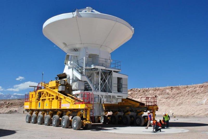 Illustration for article titled El radiotelescopio más grande y potente del mundo comienza a funcionar