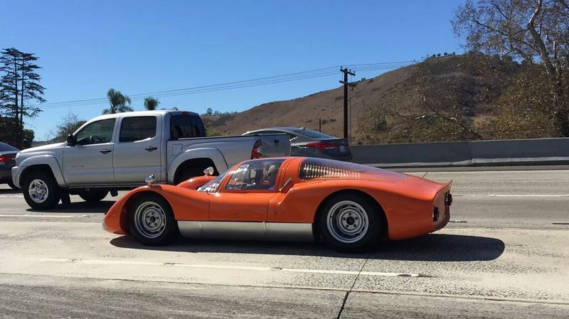 Illustration for article titled Holy crap! Real Porsche 906 spotted in traffic!