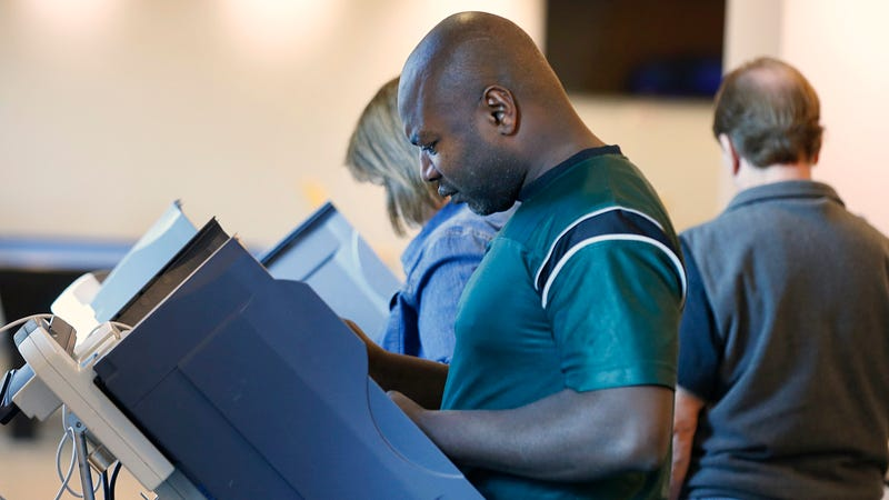 People cast early-voting ballots on electronic voting machines on October 25, 2016 in Provo, Utah. (Photo: Getty)