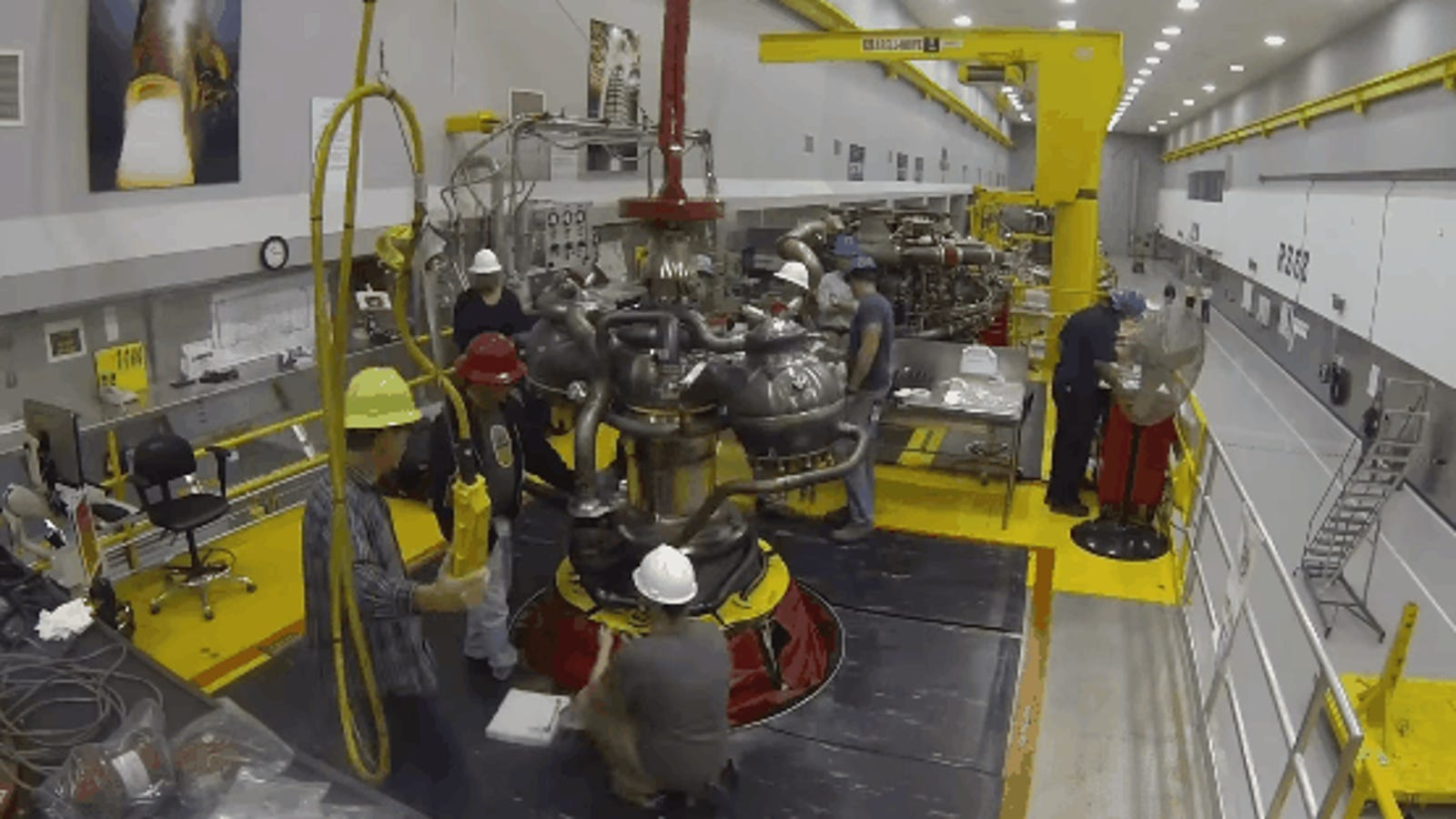 Así se ensambla el enorme motor del cohete que nos llevará a Marte