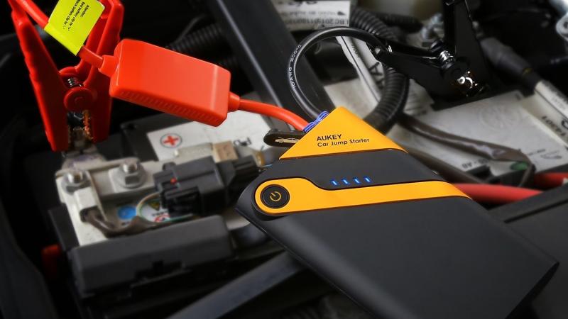 Batería de arranque Aukey 400A, $27 con el código AUKEYC22
