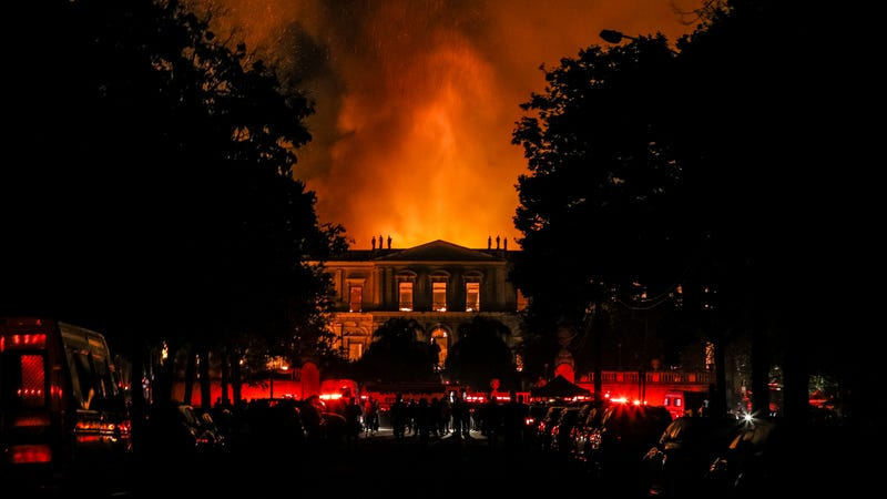Illustration for article titled Flames Engulf Brazil's National Museum, Destroying Massive Cultural and Scientific Collection