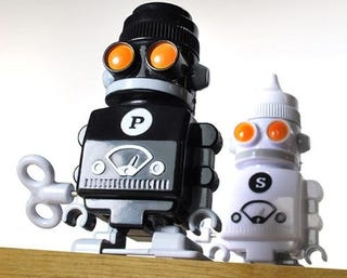Illustration for article titled Wind-Up Salt and Pepper Bots Put an End to Dinner Table Shame