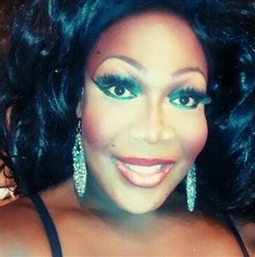 kvinde, der dør en transgender kvinde dating transferware