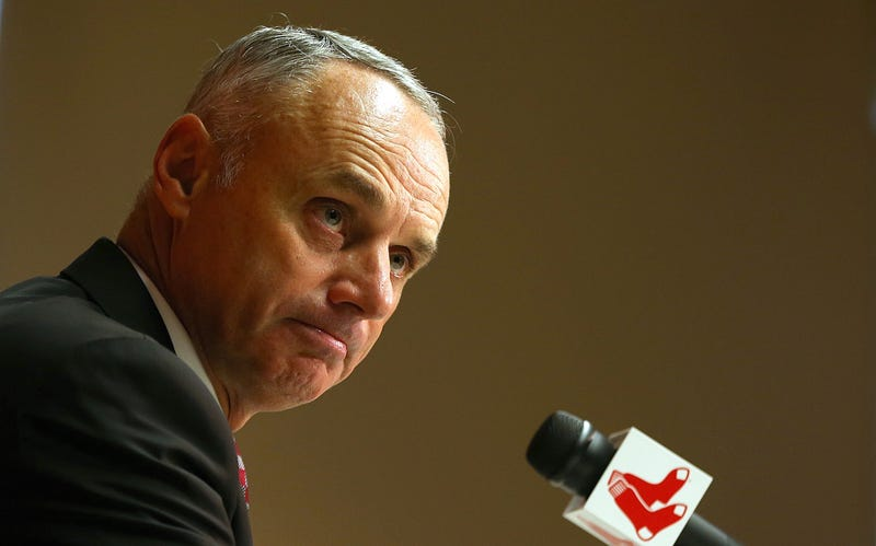 Illustration for article titled Rob Manfred Says MLB's Trade Deadline Might Be Too Early