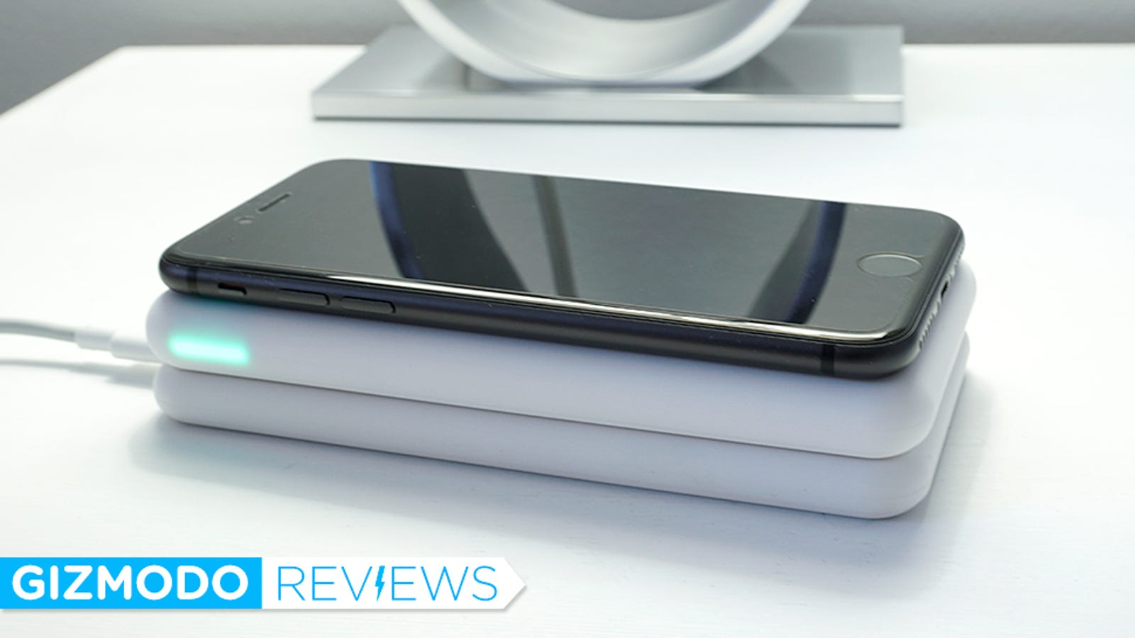 This Wireless Charging Backup Battery Is a Wonderfully Convenient Upgrade