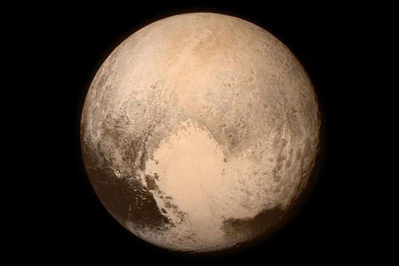 Illustration for article titled El peculiar corazón de Plutón es tan pesado que ha inclinado todo el eje del planeta