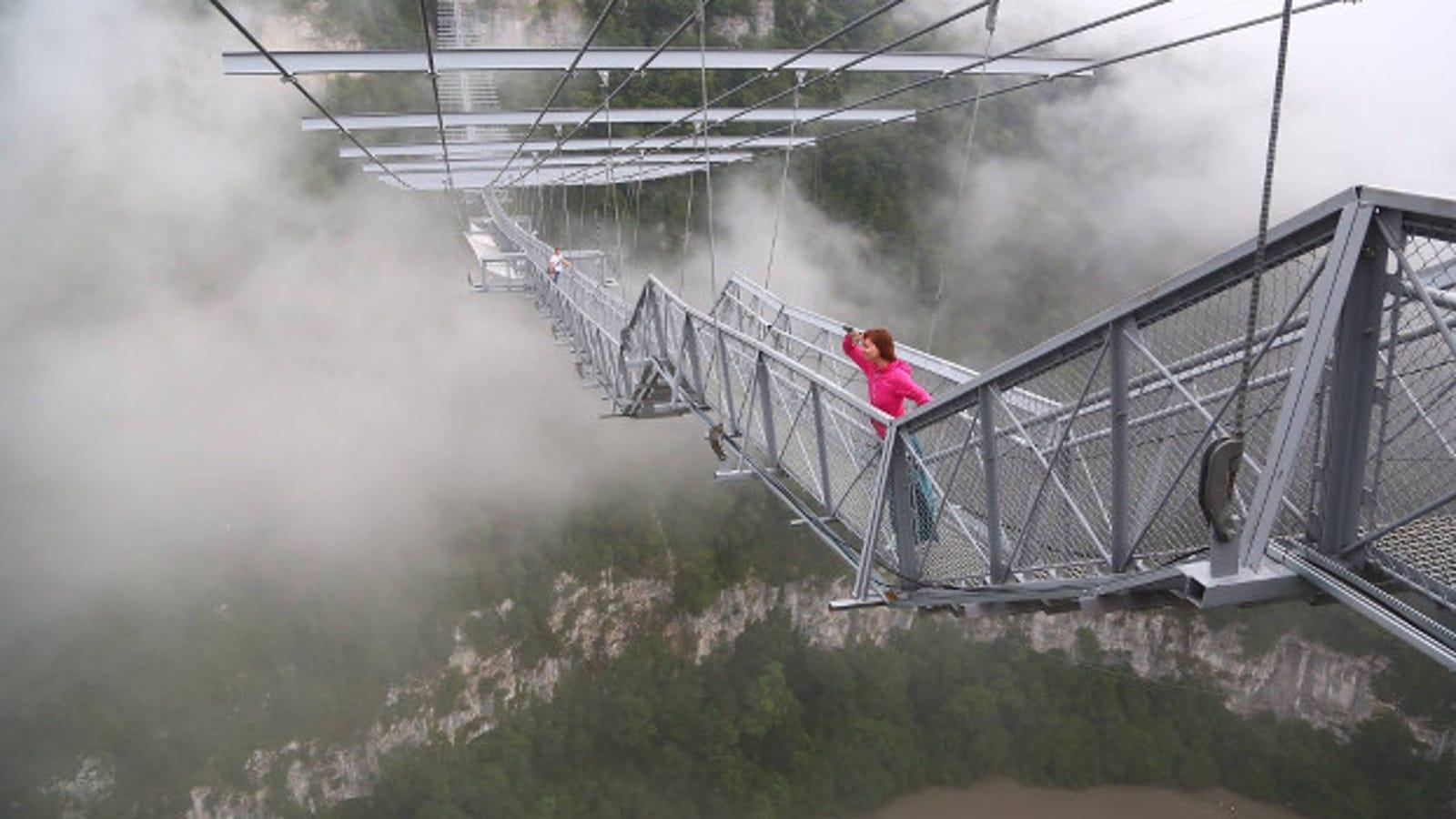 Ya se puede saltar desde el puente peatonal más largo del mundo