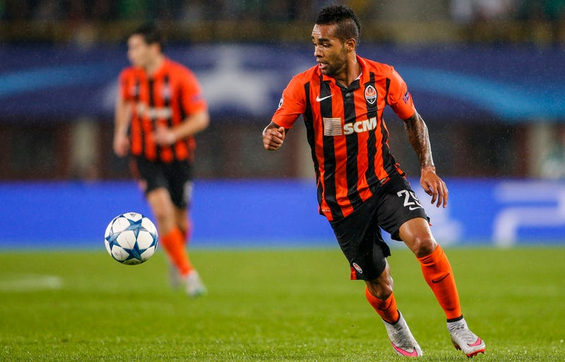 Illustration for article titled Oh My God, A Chinese Club Just Bought Alex Teixeira For €50 Million