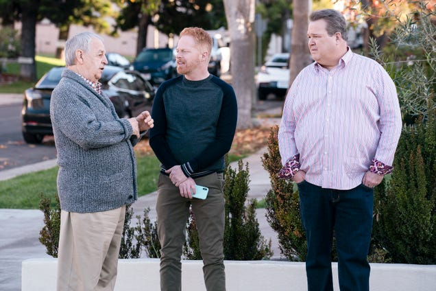 Modern Family embraces change, but not quite enough