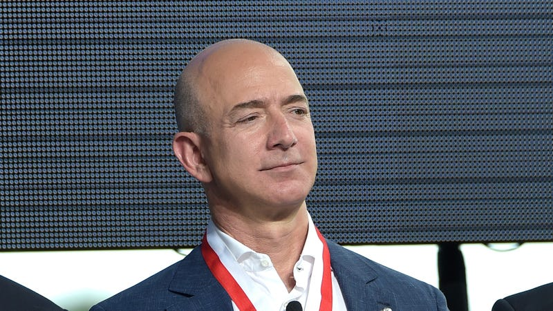 Illustration for article titled Report: Jeff Bezos Is Meeting With Prosecutors Over Allegations Saudis Hacked His Nudes