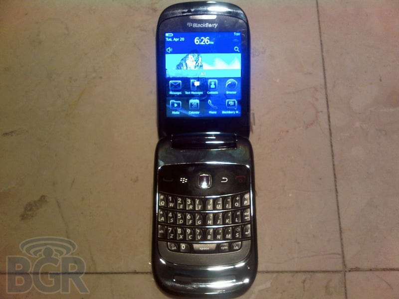 Illustration for article titled CDMA-Based, Clamshell-Shaped BlackBerry 9670 Slips Out