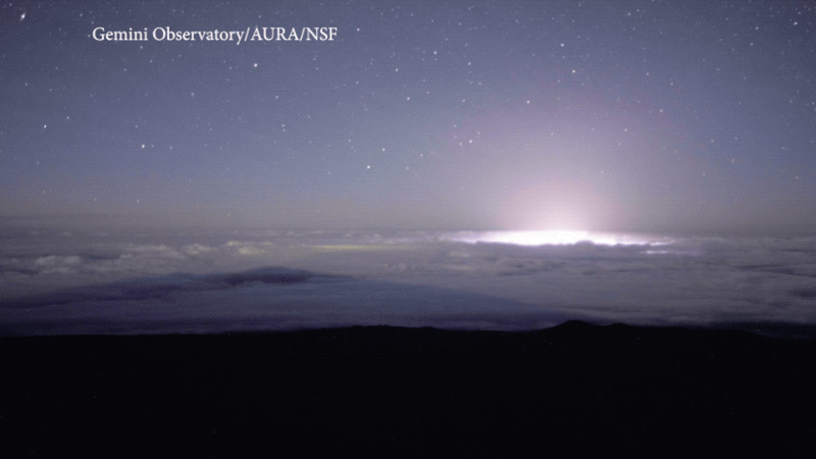 Haunting Timelapse Shows Hawaii's Glowing Kilauea Volcano From Above