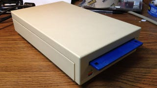 Illustration for article titled Retro Apple Floppy Drive as HDD Enclosure
