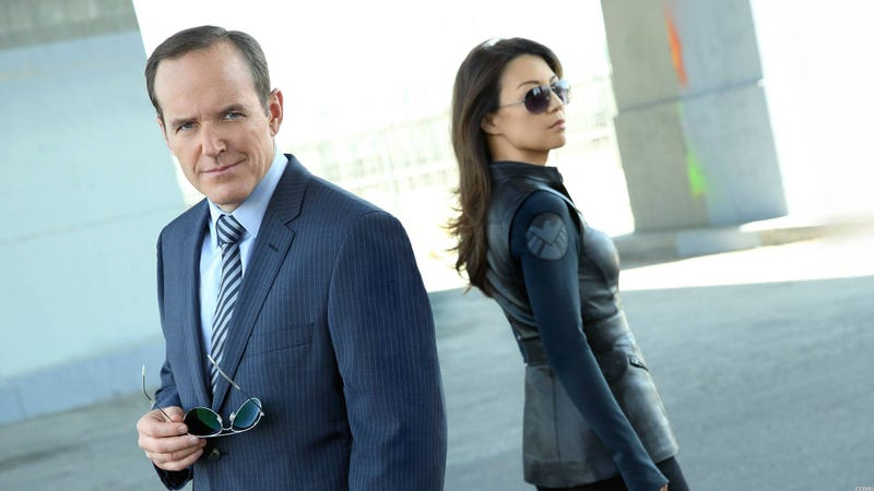 Illustration for article titled 10 Reasons Why You Should Be Watching Marvel's Agents of SHIELD