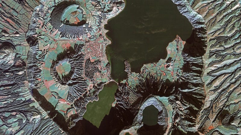 Illustration for article titled Living on an Extinct Volcano Looks Amazing From Space