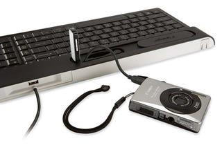 Illustration for article titled Kensington Ci70 Keyboard Has USB/Mini USB Ports and Laptop-Styled Keys