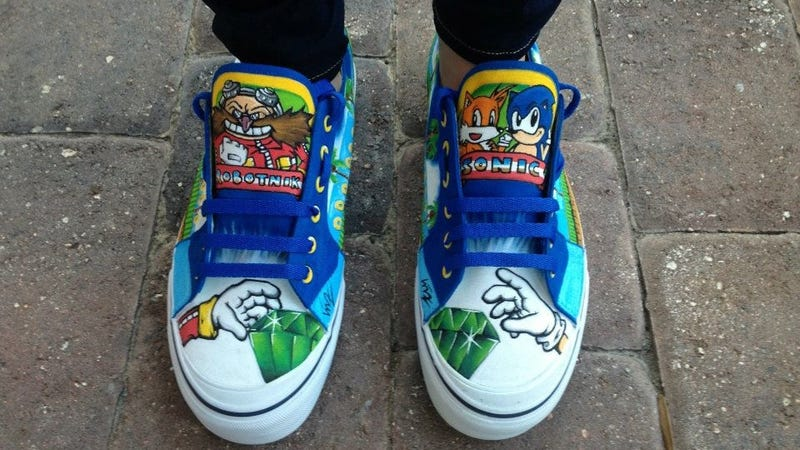 Illustration for article titled Hand Painted Sonic Shoes Have Impressive Details On Them