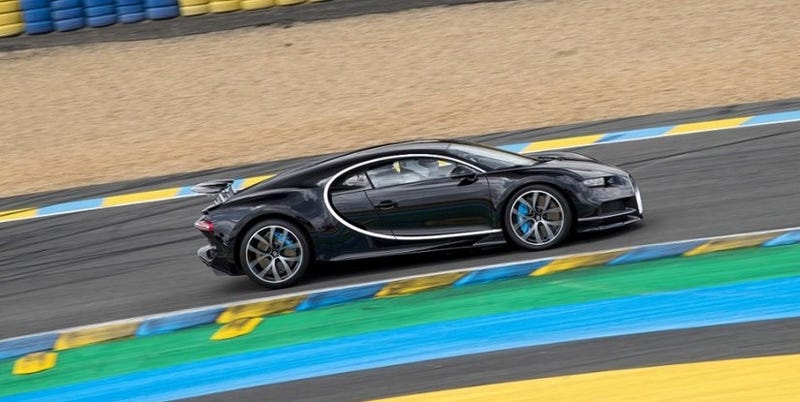 The Bugatti Chiron Was A Staggering 23 MPH Faster Than The Fastest on mclaren p1 and bugatti, pagani zonda and bugatti, pagani huayra and bugatti, lamborghini and bugatti, hennessey venom gt and bugatti, dodge viper and bugatti, range rover and bugatti,
