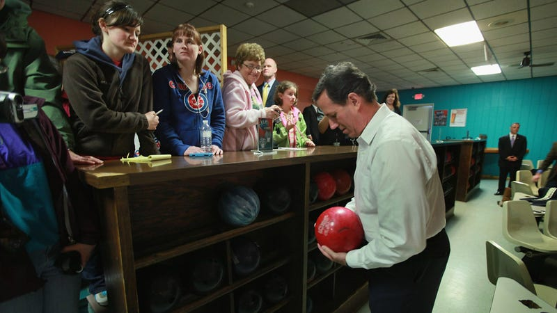 Illustration for article titled When the Going Gets Tough, Mitt Romney Wins Delegates and Rick Santorum Goes Bowling
