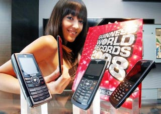 Illustration for article titled Samsung Holds 3 World Records for Cellphones
