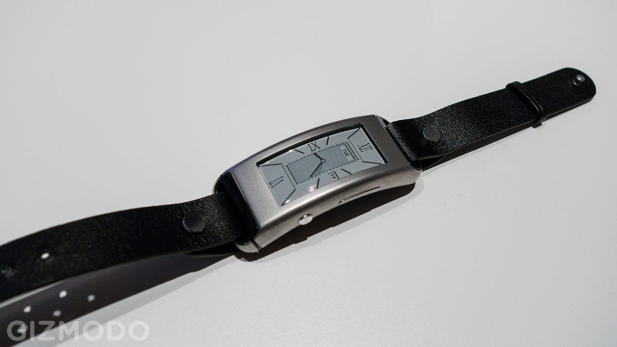 gizmodo hands for a round watches people time dont pebble like who smartwatches is smartwatch don t on