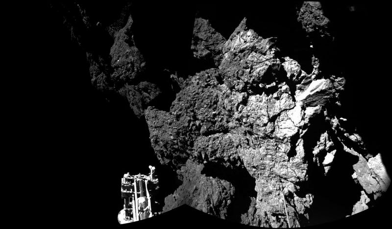Illustration for article titled Comet landing live coverage: New images from the comet