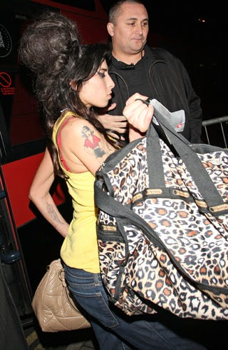 Illustration for article titled Amy Winehouse Chooses Busy Bag To Distract From Busy Beehive