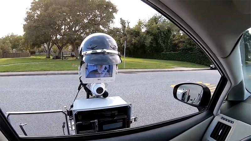 Imagina a este robot policía pidiéndote la documentación en plena carretera