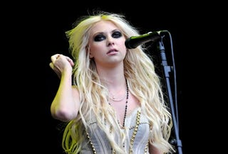 Illustration for article titled Taylor Momsen Is The Queen Of The Teenage Scowl
