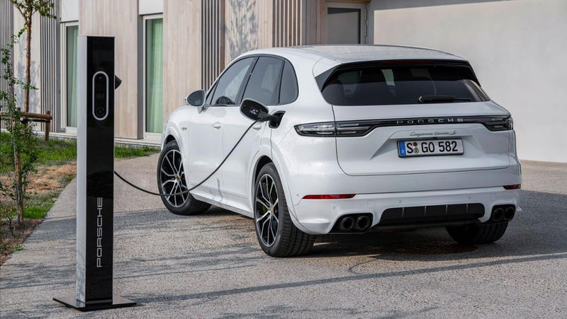 The 2019 Porsche Cayenne Turbo Plug-In Hybrid Has A Hilarious 671 HP