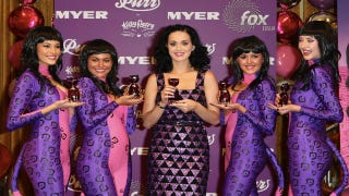 Illustration for article titled Katy Perry Poses With The Katy Perrys Of The World