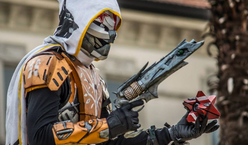 Illustration for article titled Destiny Cosplayer Grinds Endlessly To Create Perfect Outfit