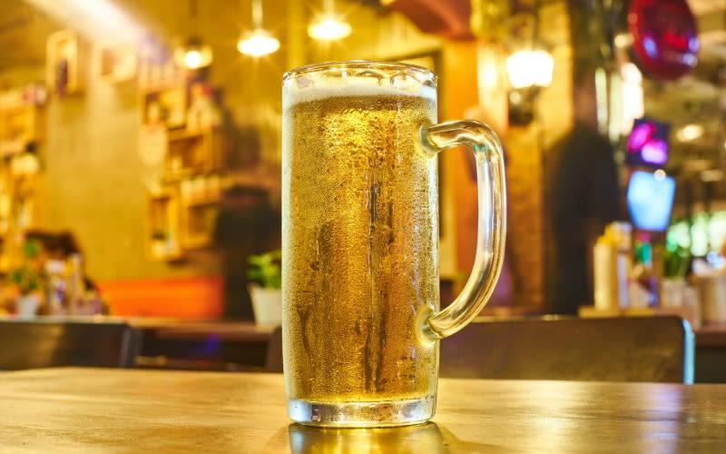 Illustration for article titled Estas son las razones por las cuales no debes pedir que te sirvan la cerveza en un vaso congelado