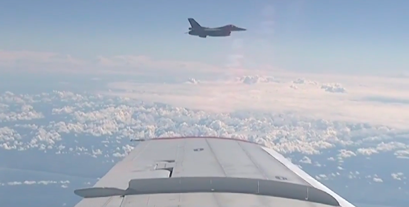 Screenshot of F-16 approaching Russian Defense Minister's plane.