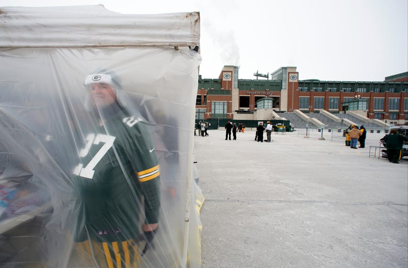 Illustration for article titled Actual Photos Of Lambeau Field From Today
