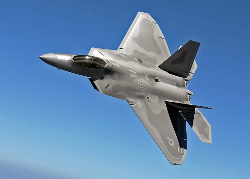 Illustration for article titled F-22A Raptor Crashes In Cali, Takes $150 Million With It