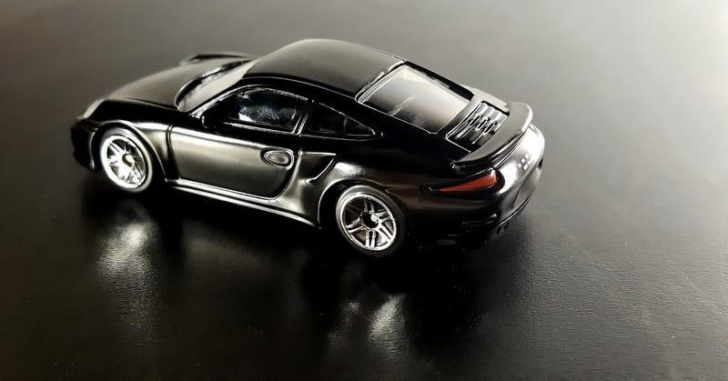 Illustration for article titled A black Porsche