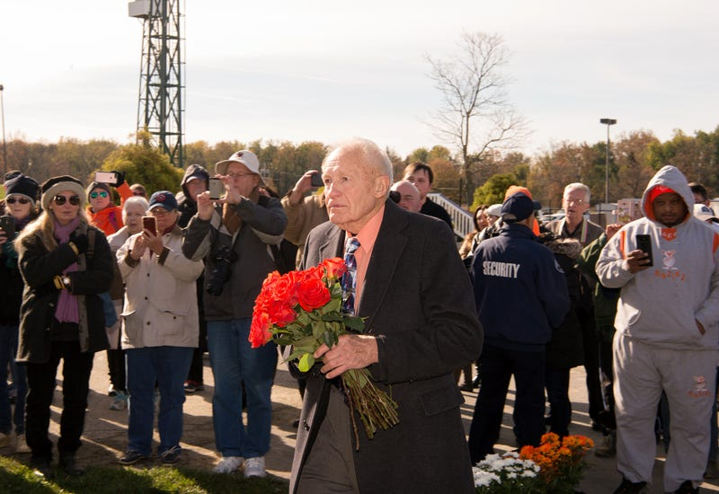 King T. Leatherbury pays tribute to Ben's Cat. Photo courtesy of Laurel Park.