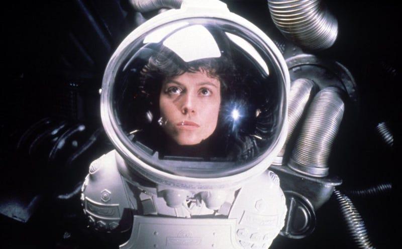 Illustration for article titled Ridley Scott se plantea crear una versión digital de Sigourney Weaver para las próximas películas de Alien